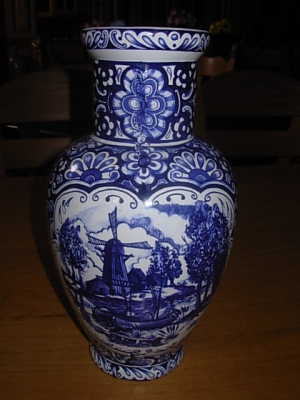č.982 porcelánová váza  DELFT