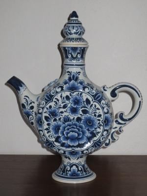 č.670 porcelánová karafa DELFT