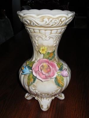 č.38 váza CAPODIMONTE