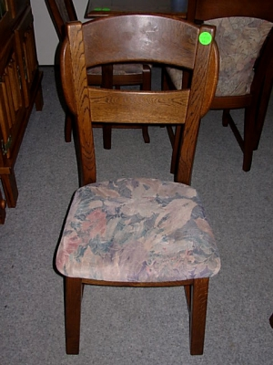 č.75 židle čalouněná