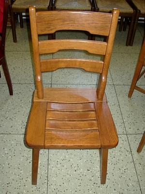 č.610 židle masiv dub