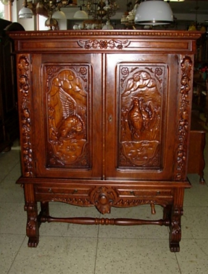 č.1462 skříň šatní dekorativní