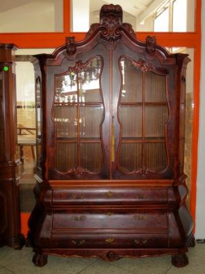č.1383 vitrína neobarokní