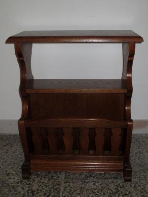 č.1805 stolík na noviny
