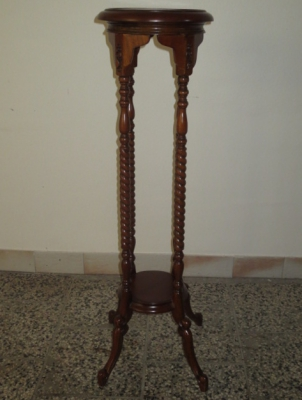 č.1840 stojan dřevěný