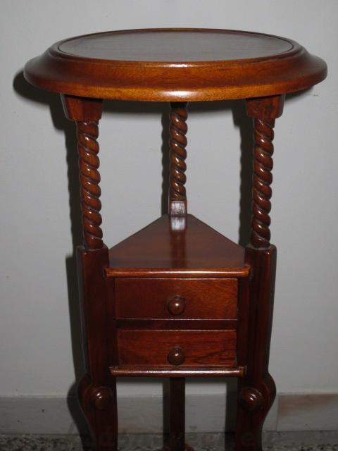č.1836 stojan dřevěný