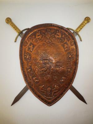 č.1337 měděný štít + 2 meče
