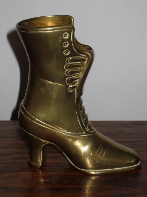 č.1526 bota mosazná