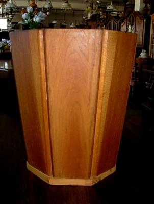 č.755 nádoba masiv dub osmihran