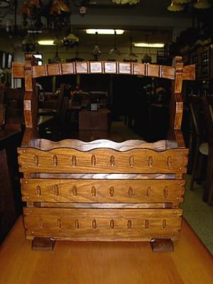 č.684 stojan novinový dřevěný