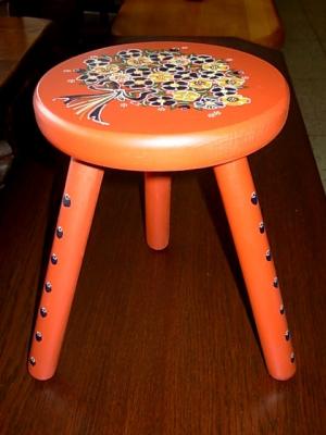 č.598 stolička dřevěná
