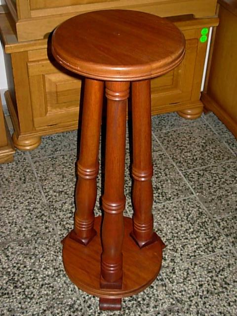 č.1604 stojan dřevěný
