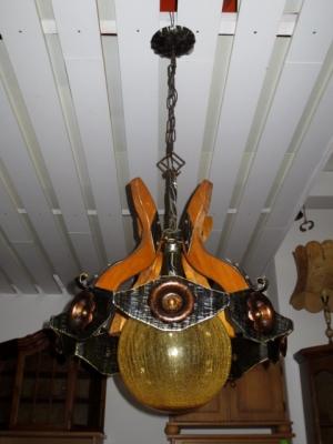 č.960 lustr na řetězu