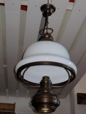 č.1550 lustr horní + spodní svícení