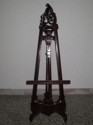 č.3094 stojan na obrazy dřevěný